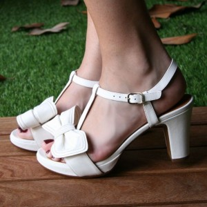 White Chunky Heels  Agraffe T-strap Sandals