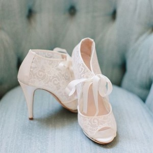 Fashion Ivory Lace Wedding Shoes Peep Toe Tie up Platform Pumps