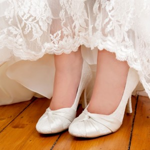 White Bridal Shoes Lace Heels Round Toe Pumps for Wedding